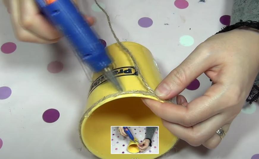 Вазочка, стакан для карандашей и красивая шкатулка: что можно сделать из отслуживших свое старых чашек