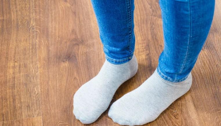 Простые способы, чтобы носки обрели белоснежный цвет (видео)