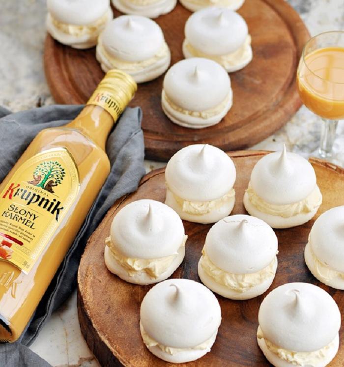 Безе  Поцелуй  с кремом из маскарпоне: рецепт быстрого в приготовлении и очень вкусного печенья
