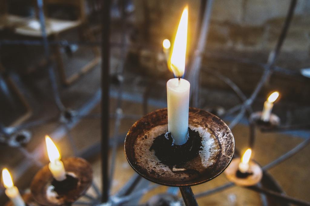 Для чего в Родительскую субботу пекут блины и зажигают свечи на кладбище: 4 вещи, которые надо сделать 6 марта, чтобы душам родных было спокойно на том свете