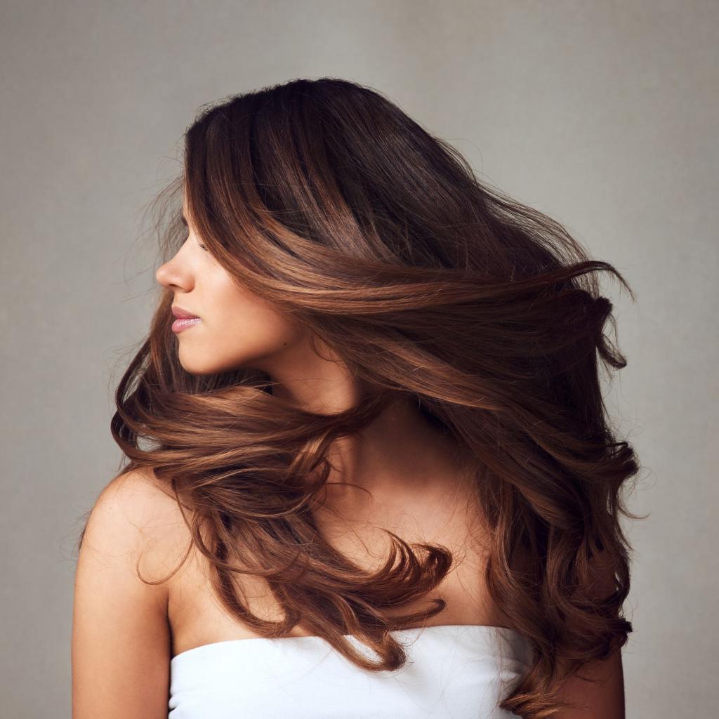 Не вредим своим массажем: как француженки моют волосы, чтобы сохранить блеск и здоровые кончики