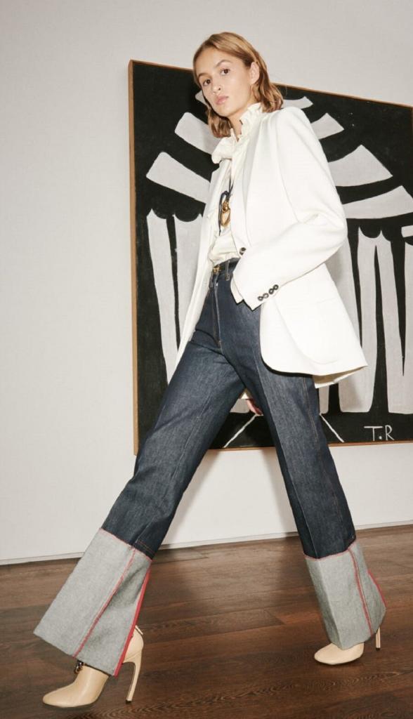 Пиджак и джинсы названы идеальной парой весны 2021: модные и стильные образы сезона