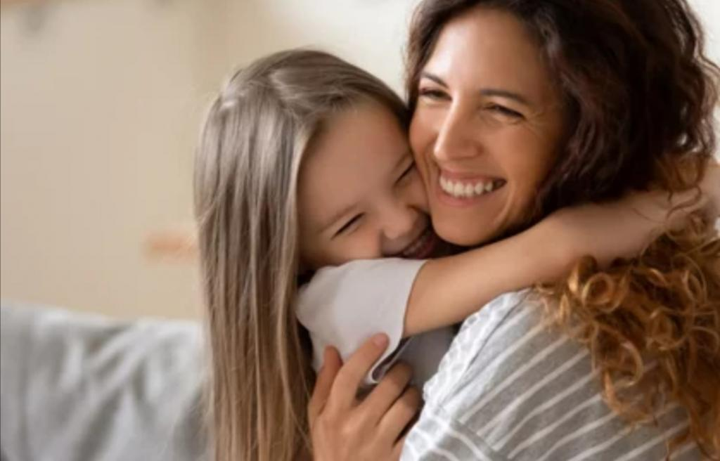Дочь постоянно спрашивает люблю ли я ее: почему так происходит и что делать в этом случае