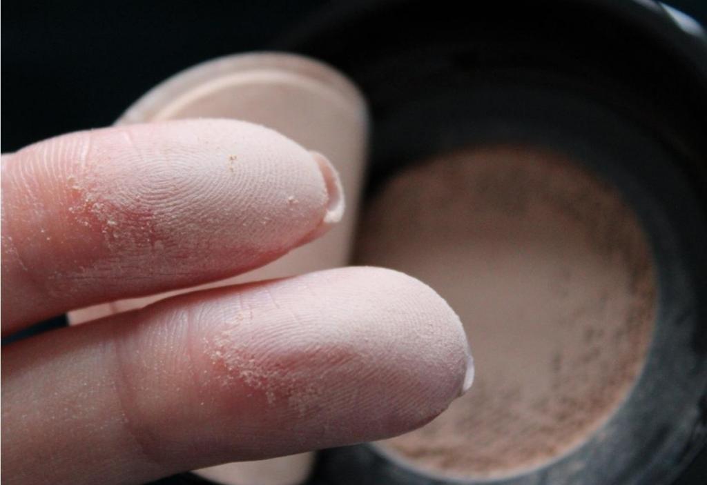 Проверяем составы всего, что есть в косметичке: особо опасные ингредиенты, которых быть не должно
