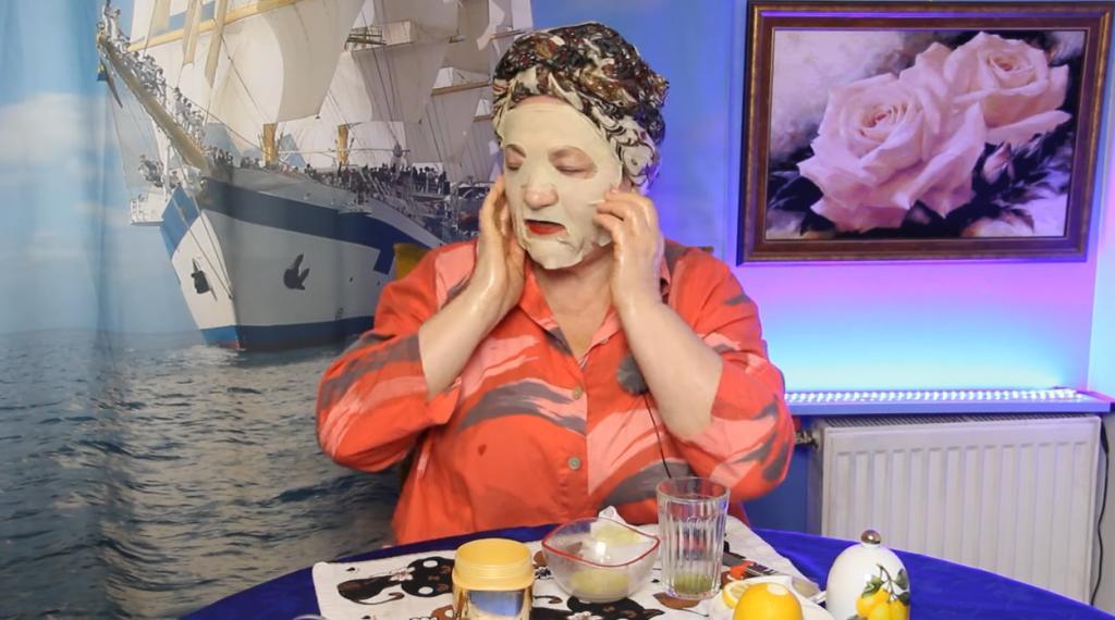 Пигментные пятна сходят с лица: спасает домашняя маска из того, что найдется в холодильнике