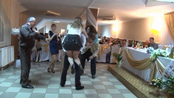 Зажигательный свадебный конкурс расвеселил всех гостей церемонии.