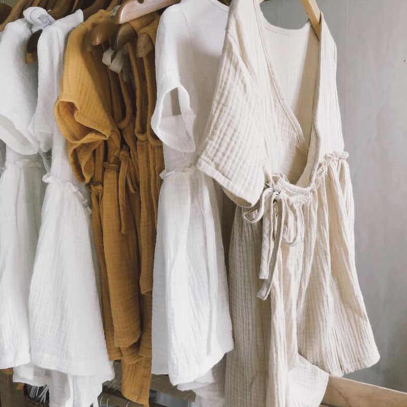 Стирают вручную с содой: как правильно ухаживать за льняной одеждой