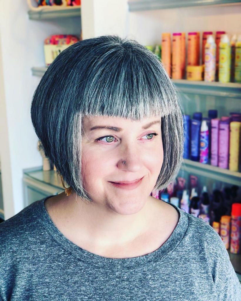 Возраст – это не повод загонять себя в рамки: смелые прически для обладательниц седых волос (фото)