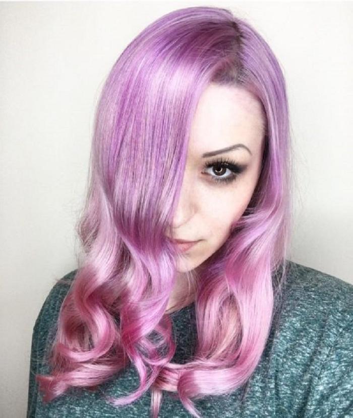 Розовый — один из трендовых оттенков окрашивания волос этого сезона: 10 модных вариантов