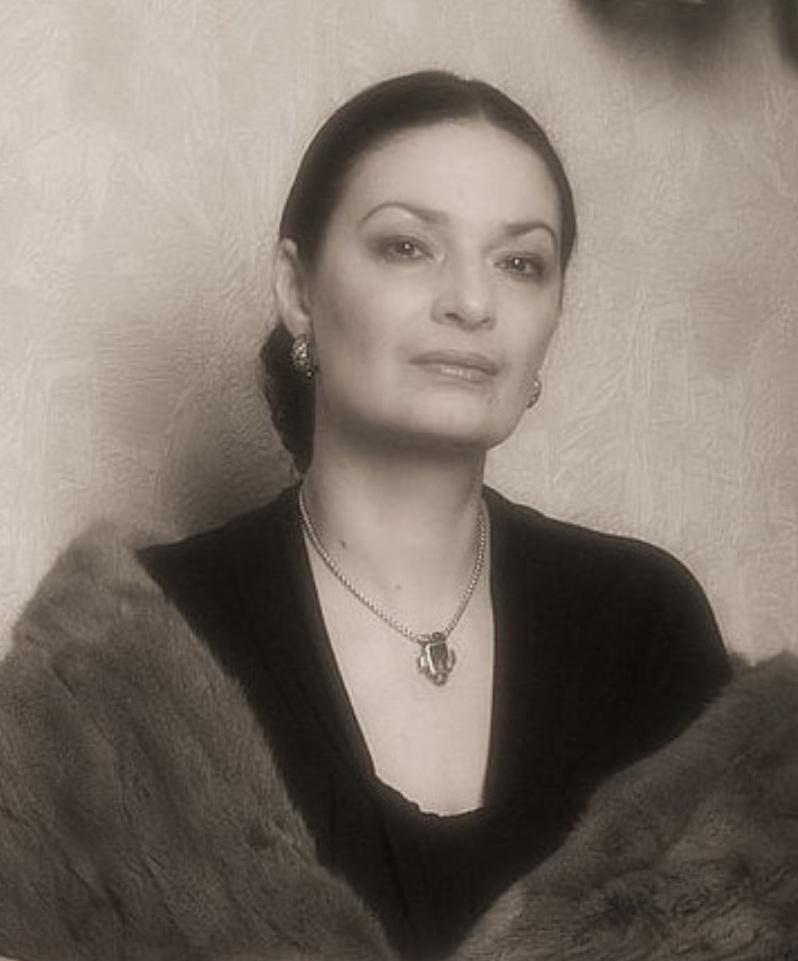 Одна другой моложе. Жены Александра Гордона