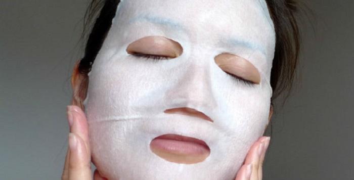 Как делать тканевые маски дома и не тратиться на магазинные: три рецепта для разных случаев