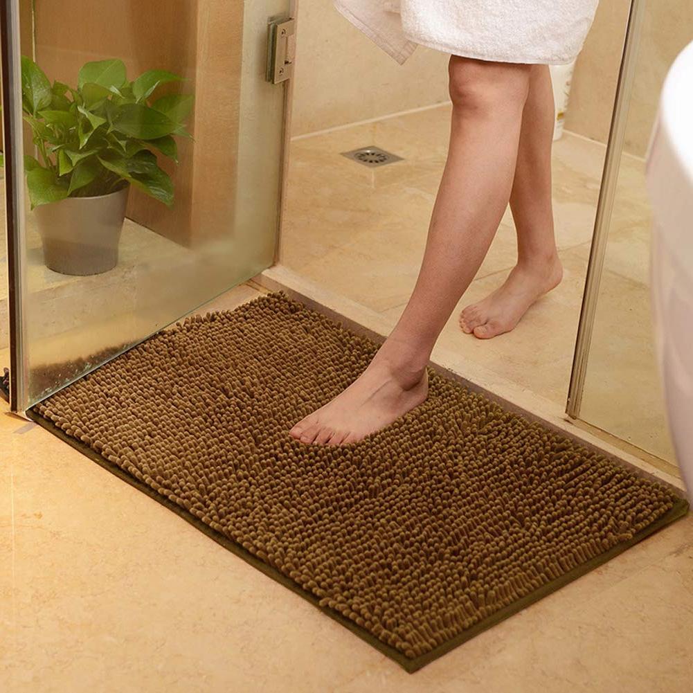 Опасность под ногами: почему коврики в ванной комнате требуют внимания