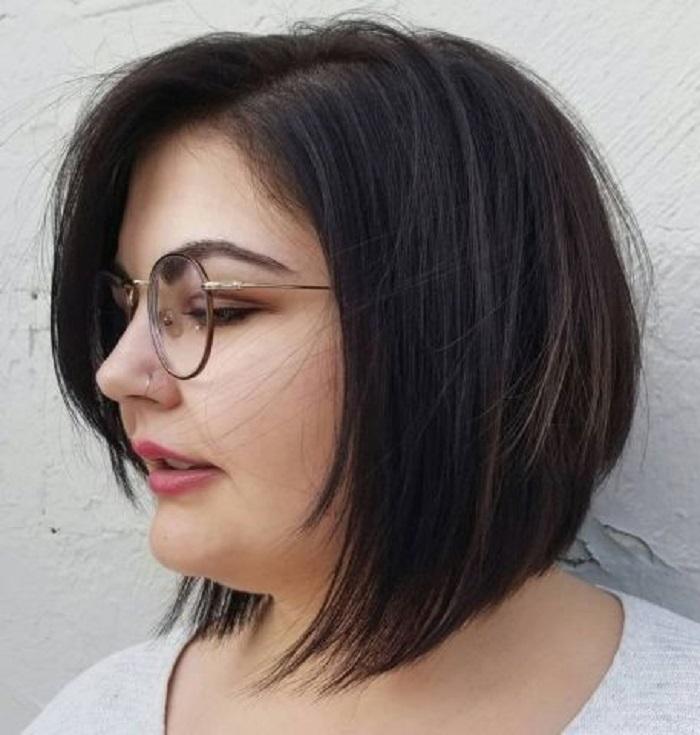 Для округлой формы лица нужно подбирать стрижку аккуратно: несколько стильных вариантов