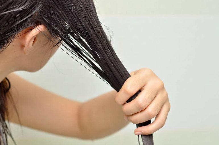 Чтобы волосы не были тонкими, делаем маску из йогурта и семян льна (рецепт)