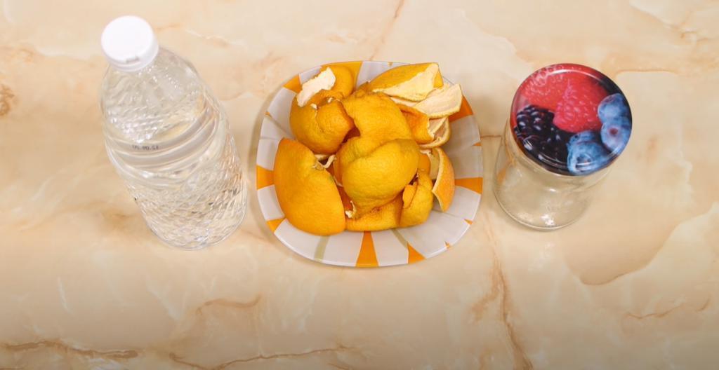 Спрей, который разъедает жирные пятна и налет: понадобятся апельсиновые корки и уксус