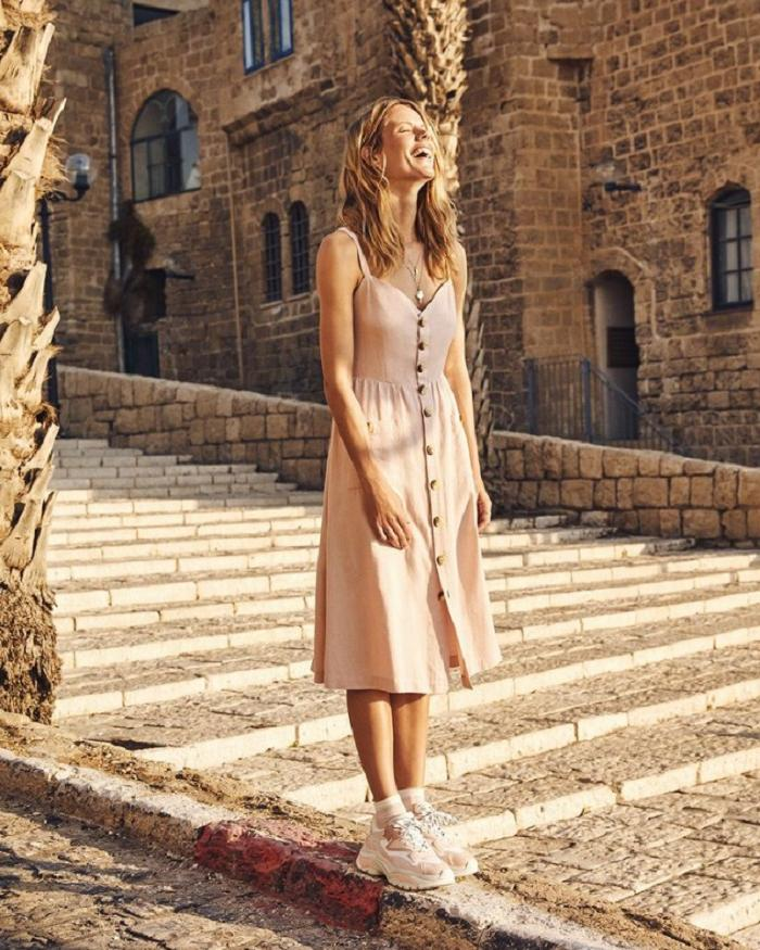 Платье миди для миниатюрных женщин: 5 модных моделей для лета