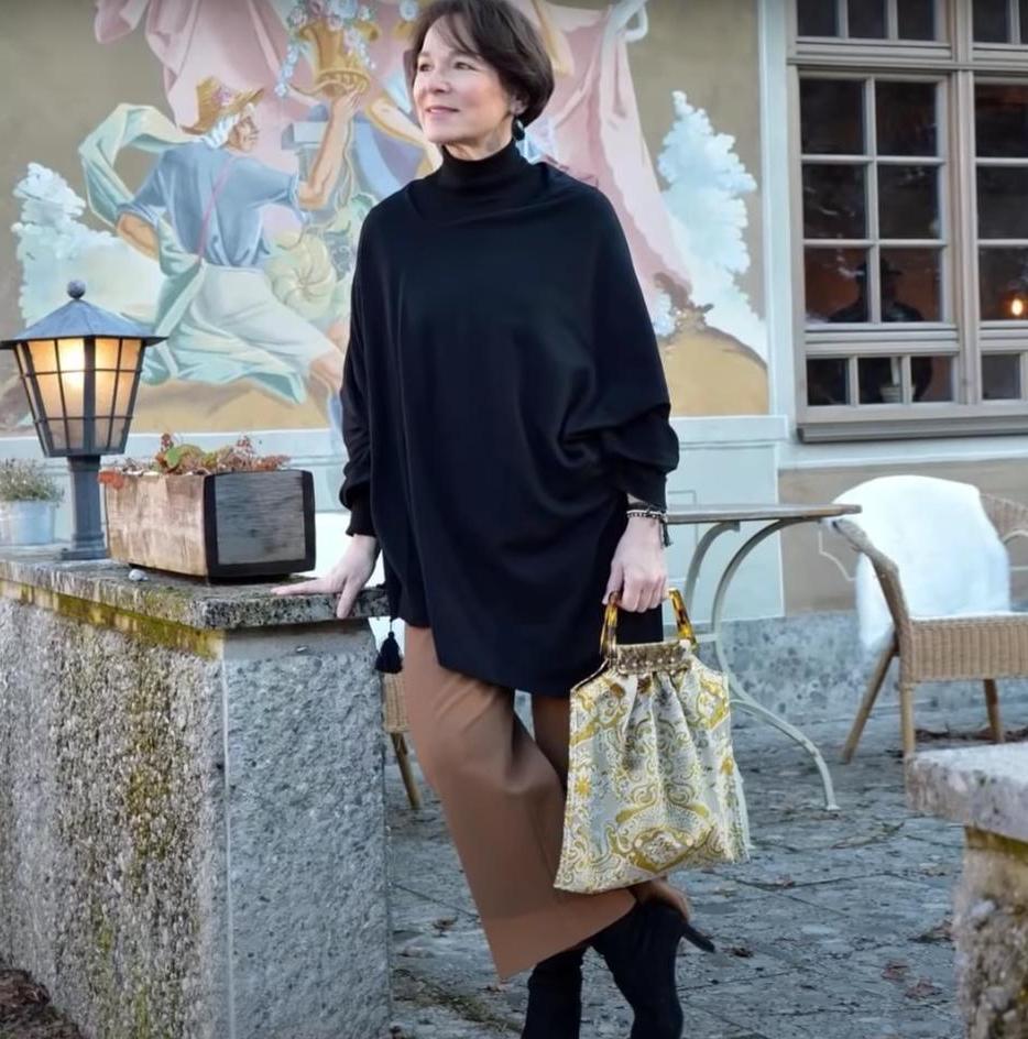Отказывать себе в удовольствии быть красивой нельзя: как одеваться женщине за 50 (советы известных отечественных стилистов)