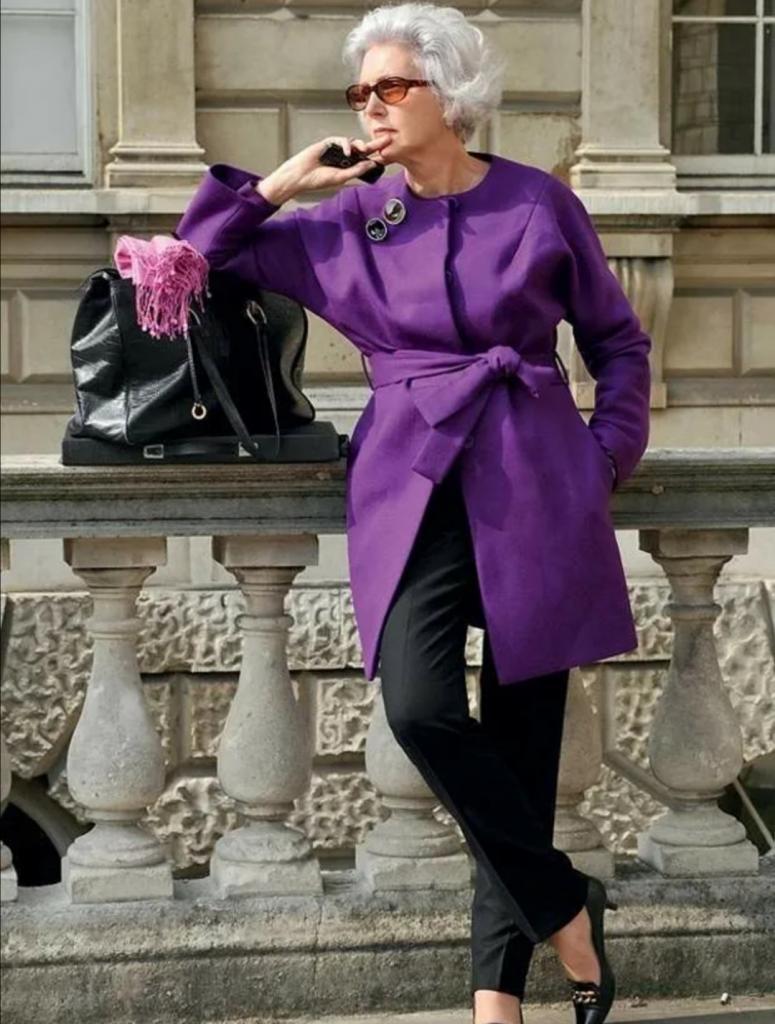 Цвета в одежде, которые заставляют женщин выглядеть моложе: фуксия в этом списке