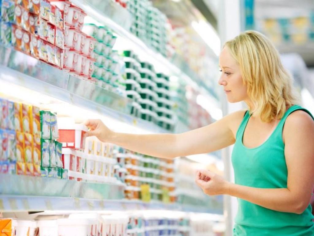Три литра воды, дробное питание и грейпфруты: самые распространенные мифы о похудении