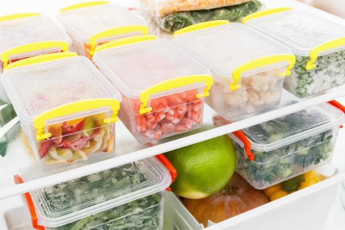 Можно ли замораживать салаты? Да, но с одним условием: нужно исключить несколько продуктов