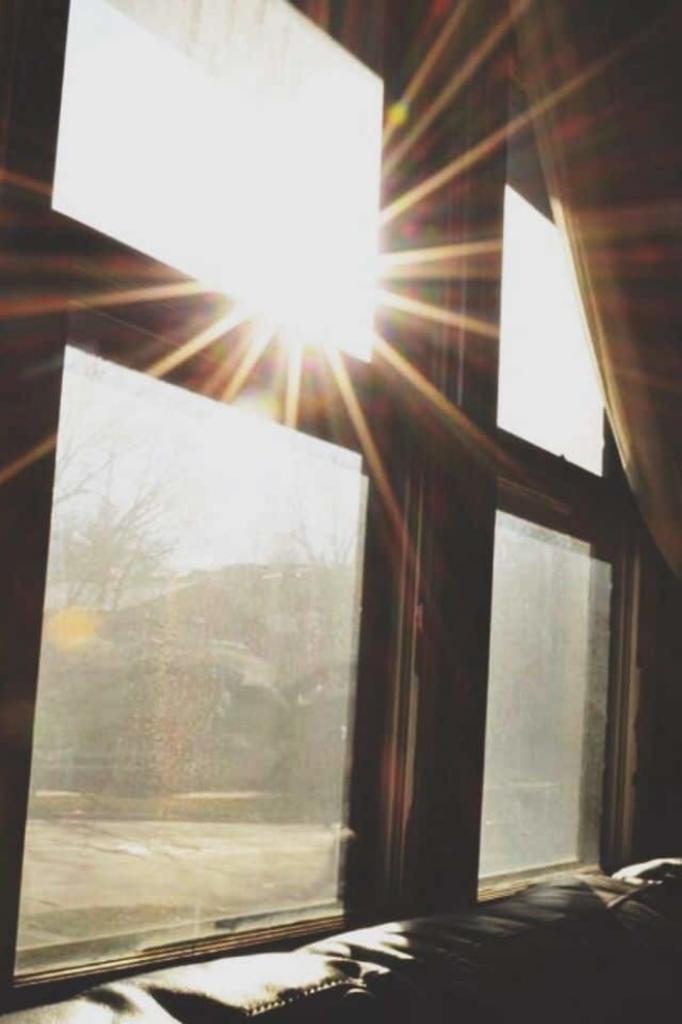 Бронзовый загар на подоконнике: можно ли получить витамин D через окно, рассказал эксперт