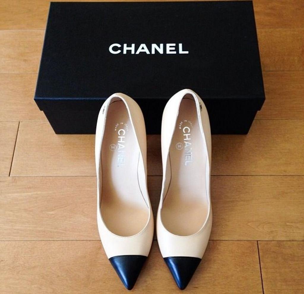 Коко Шанель считала, что в гардеробе настоящей женщины обязательно должно быть не только маленькое черное платье, но и еще четыре вещи