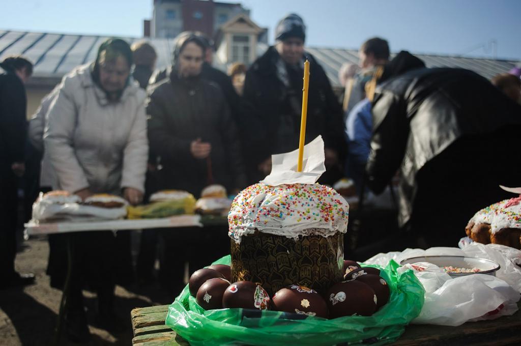 Священник объяснил значение ритуальных блюд на Пасху. Крашеные яйца символизируют «начало жизни»