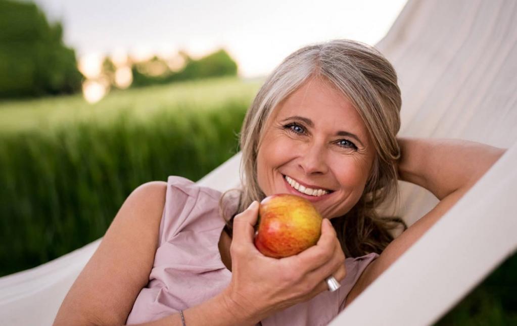 Проще предупредить, чем лечить: низкий каблук, аэробика и другие профилактические меры, которые помогут укрепить здоровье костей