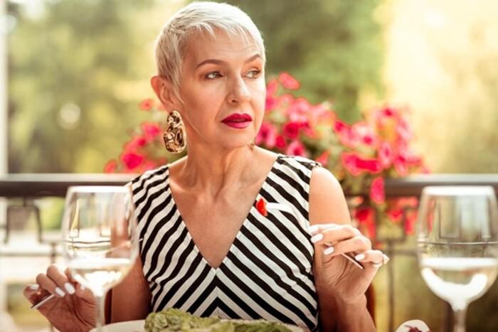 Мода для женщин старше 55: секреты использования модных аксессуаров