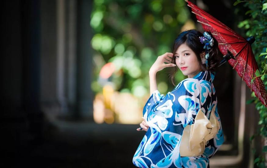 Японки моют лицо по 10 минут: метод 4-2-4