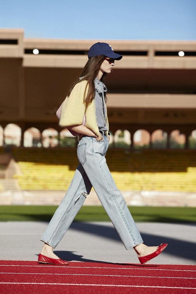 Начать май яркой и стильной: самые модные фасоны джинсов и с чем их носить (примеры образов)