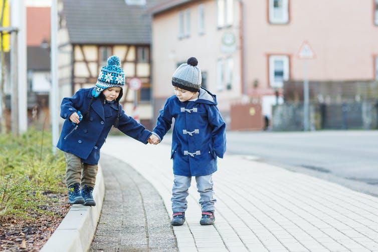 Почему старшие братья и сестры умнее младших: ученые объясняют этот феномен несколькими теориями