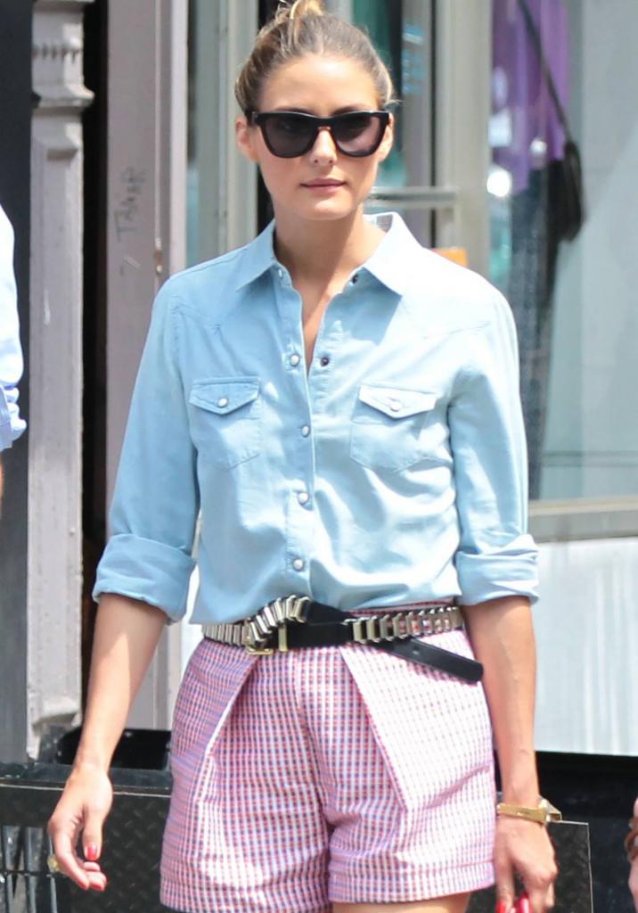 Нестареющий и незаменимый атрибут на все случаи жизни: как носить джинсовую рубашку летом