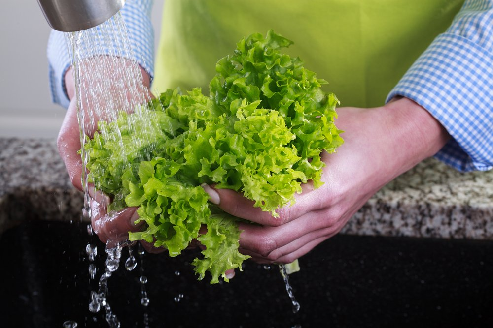 Не забудьте удалить излишки влаги: полезные советы по мытью листовой зелени