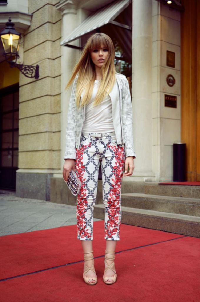 Как носить брюки капри, чтобы не испортить фигуру: стилисты советуют обратить внимание на туфли и блузку