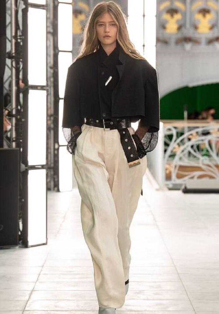 Брюки — один из главных трендов летнего сезона: какие выбрать, чтобы выглядеть модно