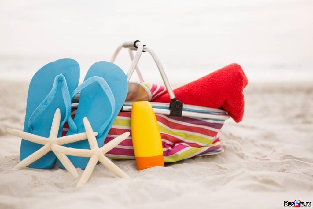 От джинсов до бикини. Что нужно взять с собой на пляжный отдых, чтобы не везти полные чемоданы