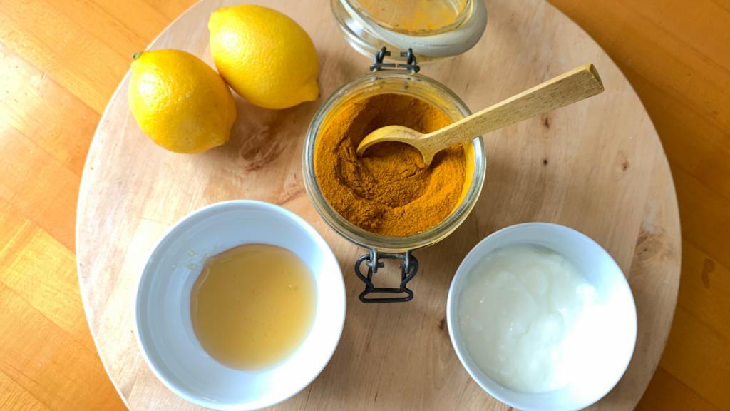 Можно с кисломолочкой, но без йогурта еще лучше: освежающие маски для лица с куркумой