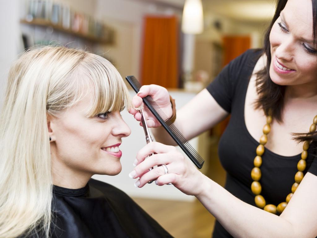 Стрижка в понедельник поможет избавиться от проблем: день посещения парикмахерской имеет значение