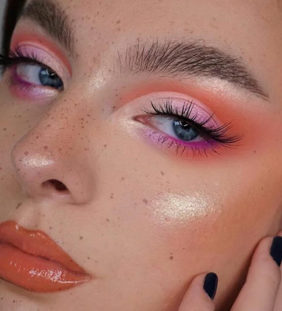 Яркий летний макияж в стиле Барби без кукольного эффекта: примеры