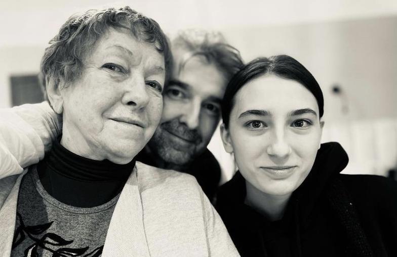 «Друзья и коллеги давно не звонят»: 82-летняя Ольга Волкова приняла в семью «киргизскую девочку с европейскими мозгами»