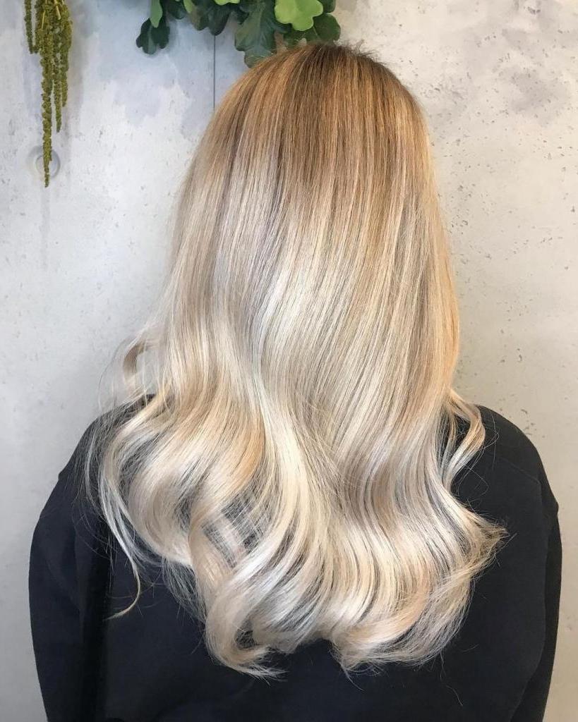 От теплого медового до холодного пепла: 10 оттенков блонда, которые вдохновят на изменения