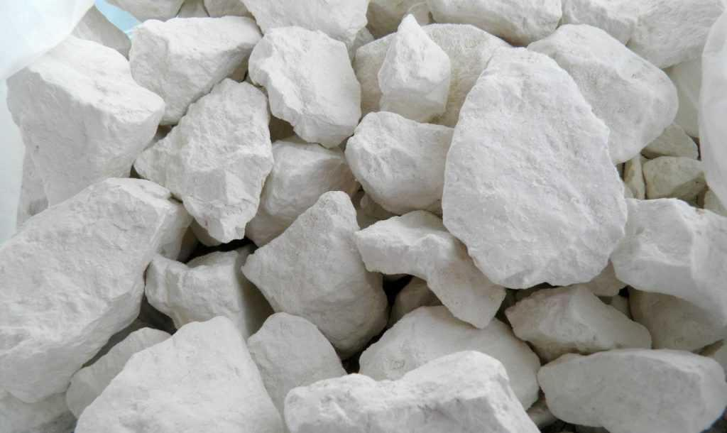 Садовый врач и помощник: как глину использовать в качестве лечебного средства на участке