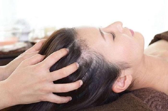 Для очистки кожи головы можно воспользоваться домашними пилингами: рецепты, которые действительно работают