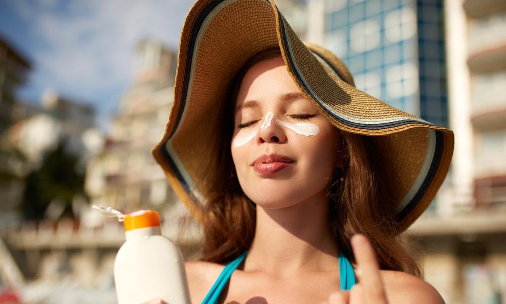 В Роскачестве проверили солнцезащитные кремы и рассказали, как выбрать хороший продукт
