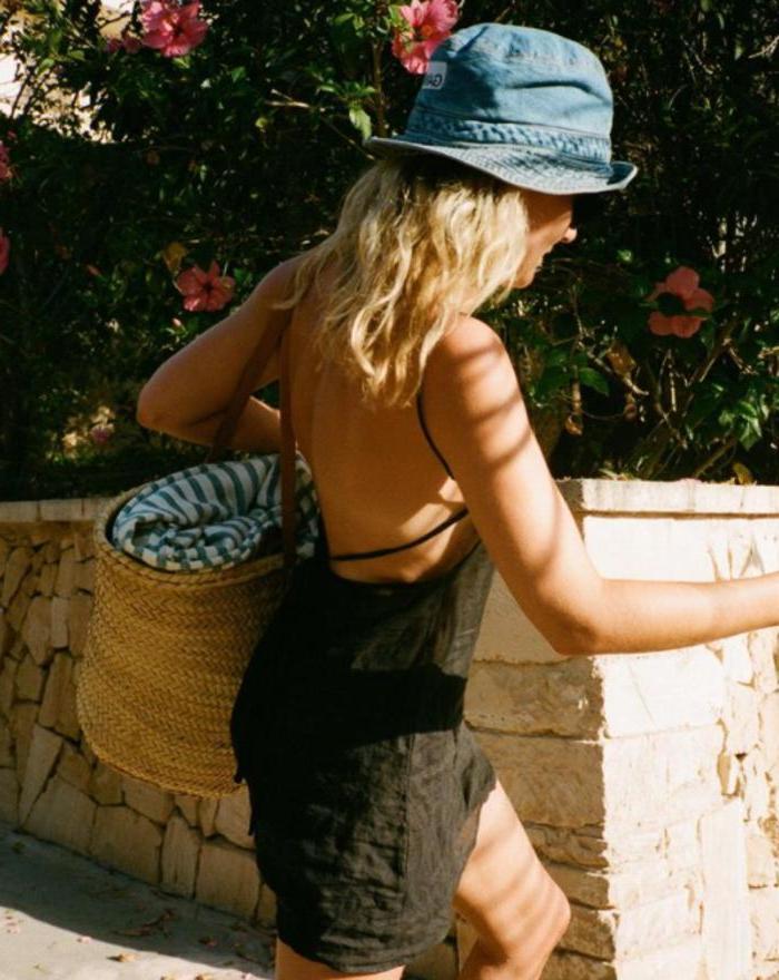 Как ухаживать за волосами на море и какие делать укладки: советы стилистов и модные идеи