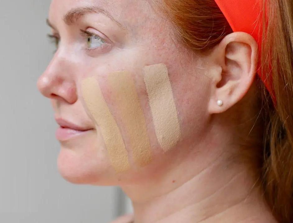 Отказ от пудры и консилер вокруг губ: каких правил стоит придерживаться зрелым дамам при нанесении макияжа