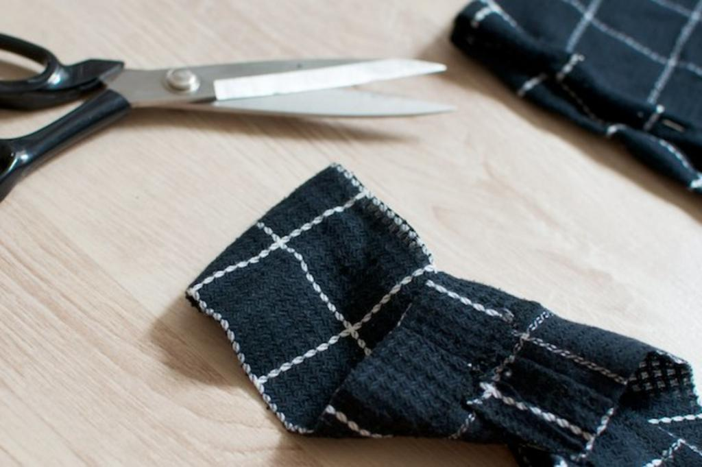 Простое старое платье можно легко переделать в юбку с топом. Комплект получается стильным при минимальных затратах