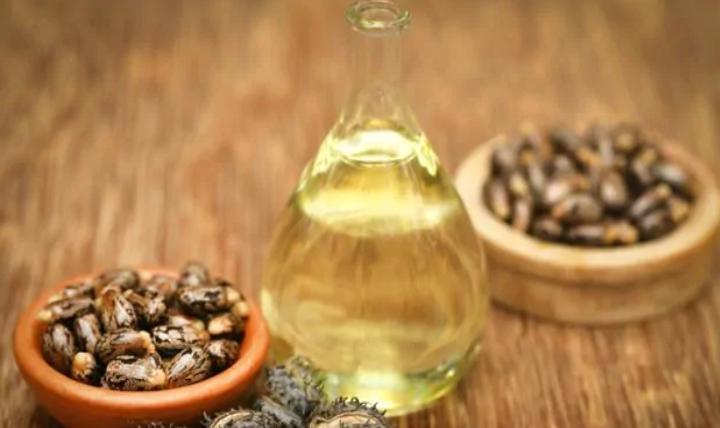 Что за чудо-масло: какими косметическими свойствами обладает черное касторовое масло