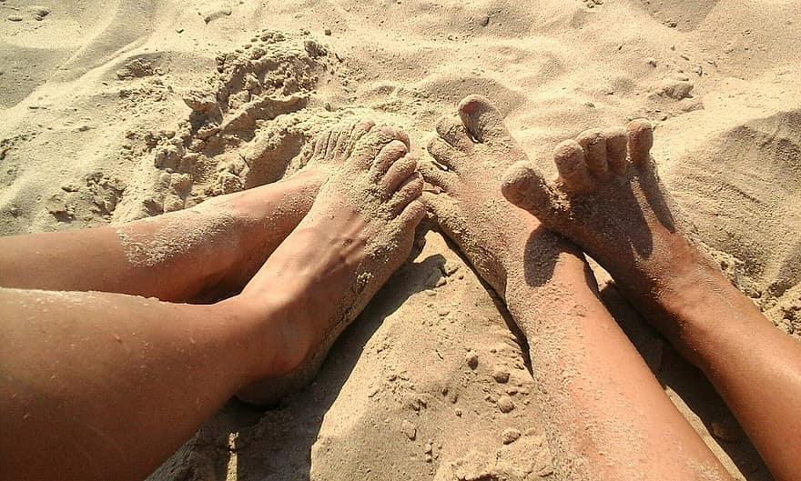 Что стоит сделать, чтобы ноги быстрее загорели на солнце: простые советы для красивого и ровного загара